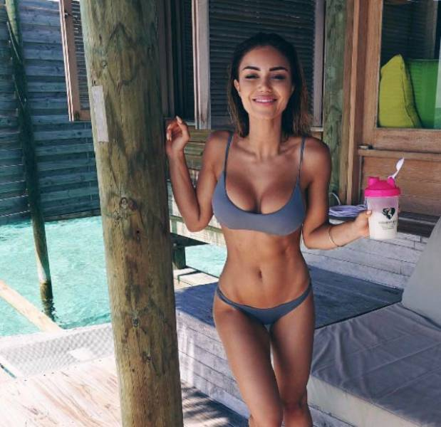 Роскошные девушки в купальниках (59 фото)