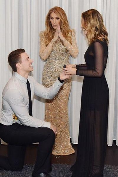 Парень сделал предложение своей девушке во время закулисной встречи с певицей Селин Дион (5 фото)