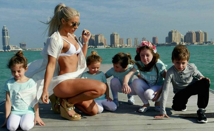 35-летняя мать пятерых детей с идеальной фигурой (12 фото)