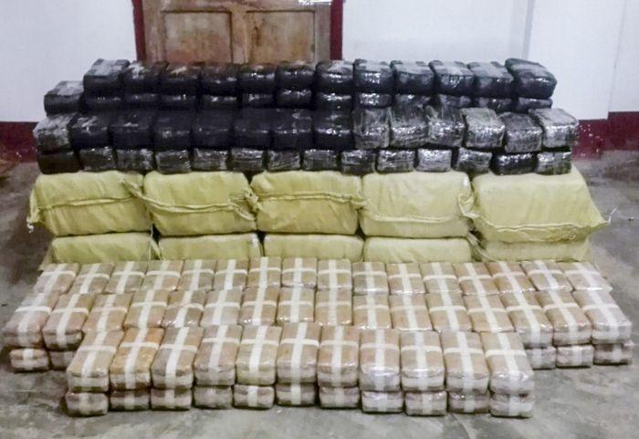 В Мьянме у буддийского монаха обнаружили 4,6 миллиона таблеток метамфетамина (3 фото)