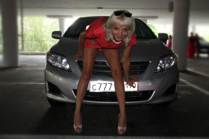 СМИ обратили внимание на автомобили сотрудницы ОВД Барвихи (3 фото + видео)