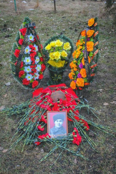 Захоронение останков советского солдата (17 фото)