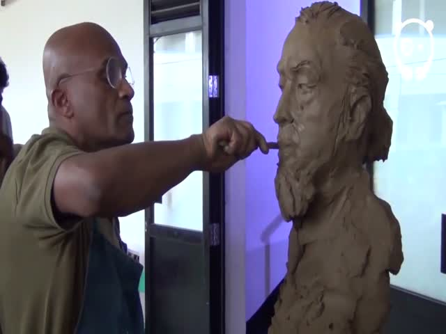 Художники сделали скульптуры друг друга