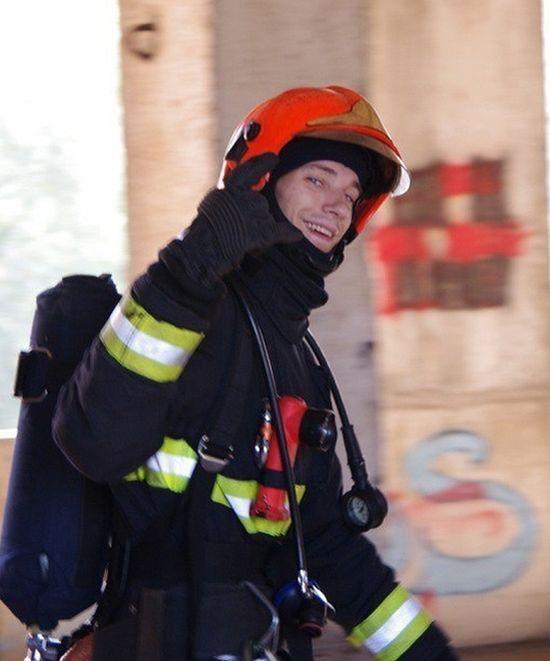 Пожарный Пётр Станкевич спас 6 человек ценой собственной жизни (6 фото)