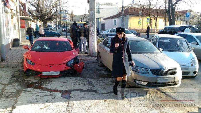 ДТП с участием Lamborghini Huracan в Симферополе (4 фото)