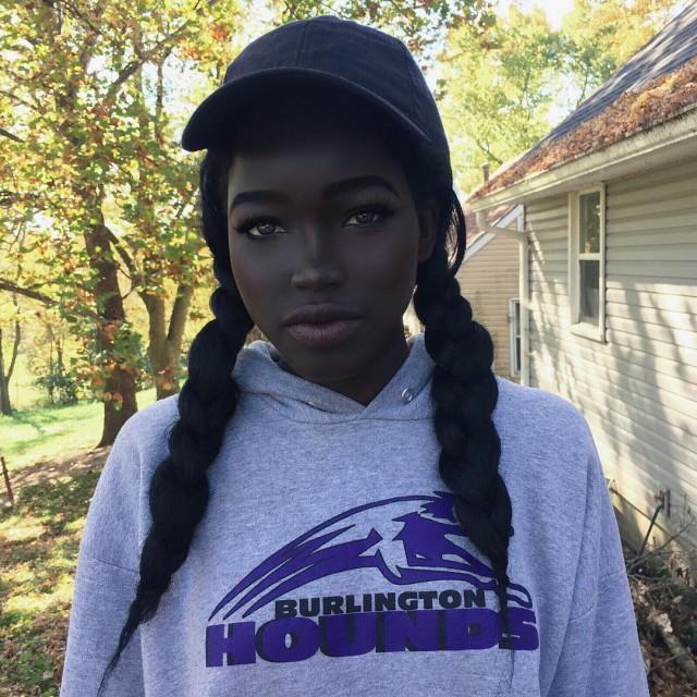 Темнокожая девушка покорила сеть экзотической внешностью (11 фото)