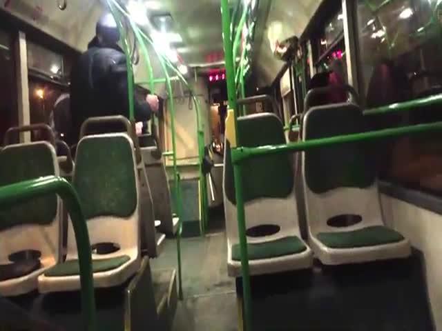 Автобусная драка: дедуля против матершинника