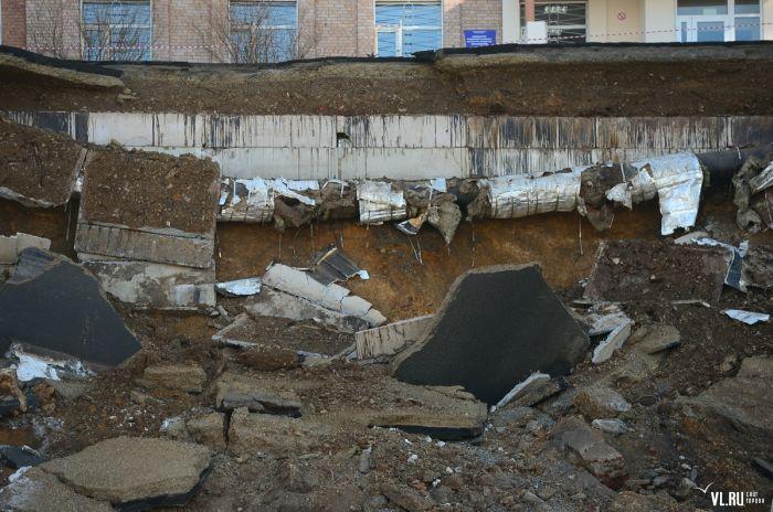 Обрушение дороги на Станюковича из-за строительных работ (10 фото + видео)