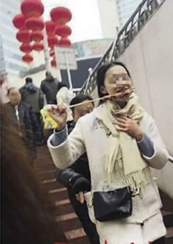 Карманник-неудачник попался на камеру (2 фото)
