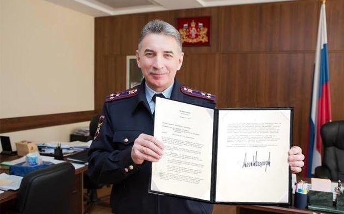 Фотожабы с начальником свердловского ГИБДД (10 фото)