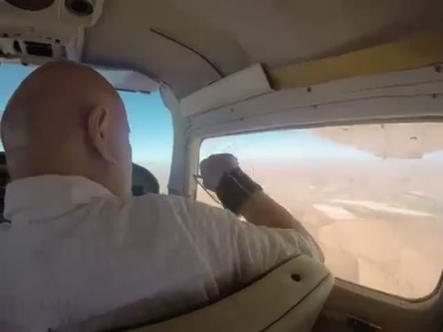 Не надо было открывать окошко в самолете