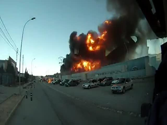 Взрыв подбросил автомобиль на несколько десятков метров