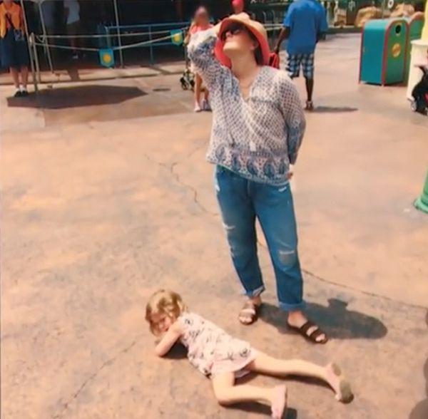 Дрю Бэрримор посмеялась над истериками своей дочери (2 фото)