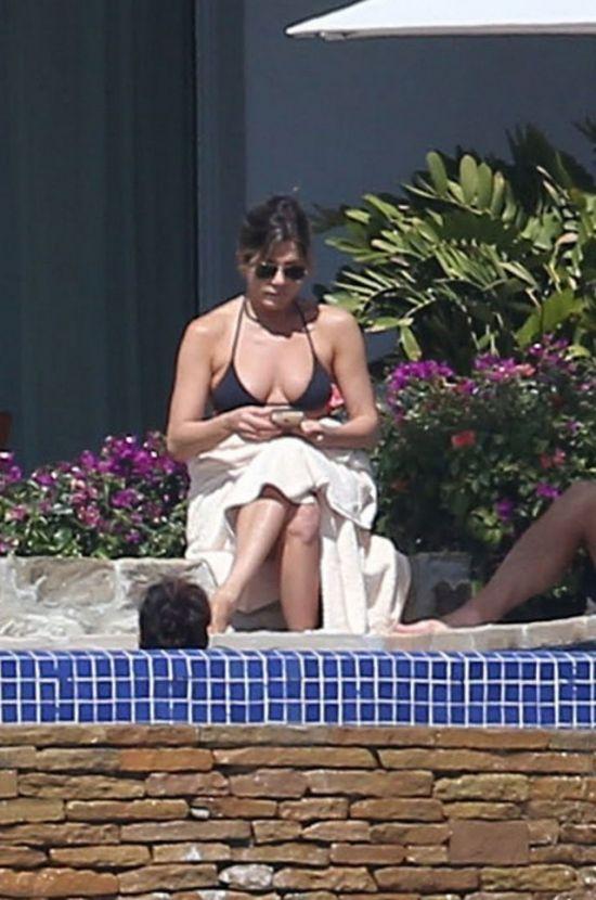 Дженнифер Энистон в бикини (8 фото)
