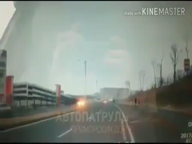 Сбила пешеходов на переходе