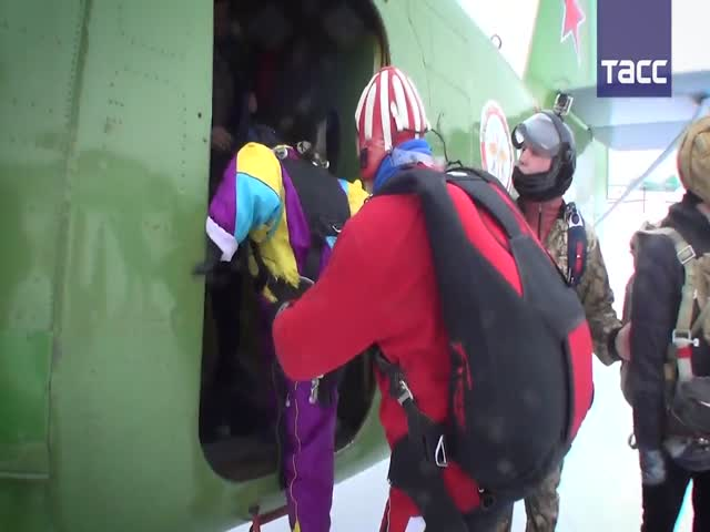 Первый прыжок с парашютом в 80 лет