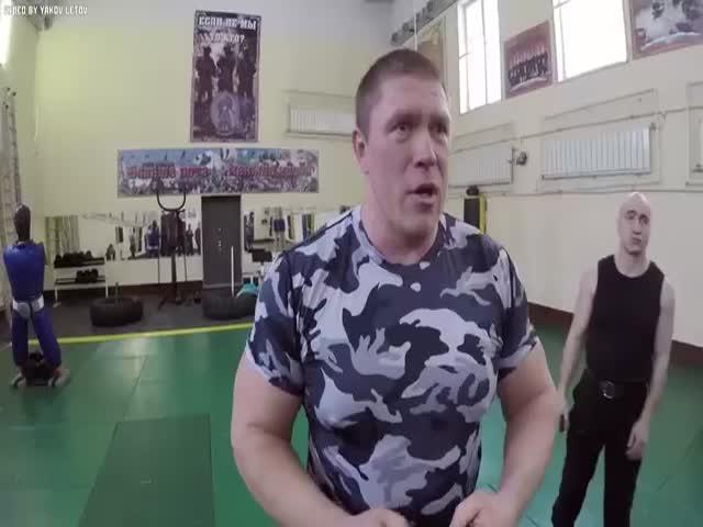 Боец MMA против девяти бойцов спецназа