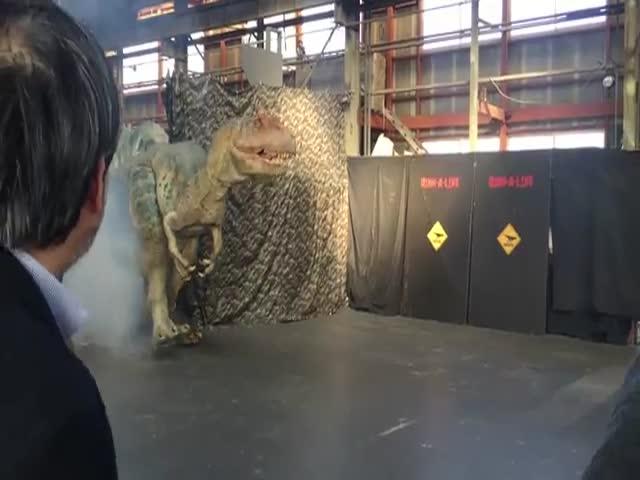 Реалистичная копия Аллозавра