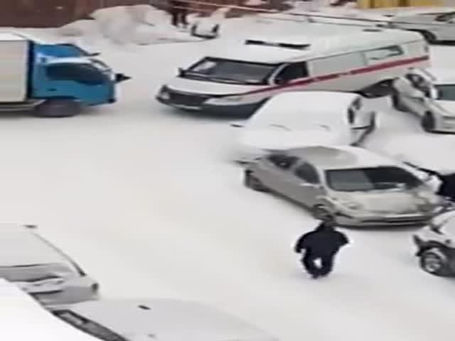 В Новосибирске водитель грузовика не стал пропускать скорую