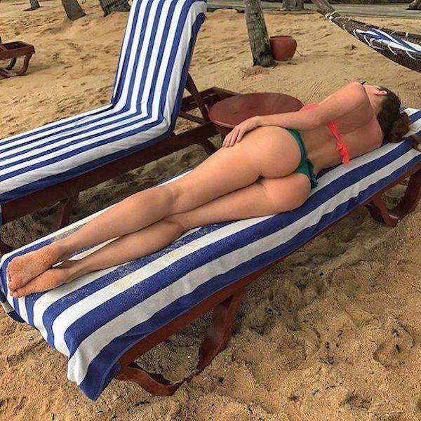 Девушки наслаждаются теплом (64 фото)
