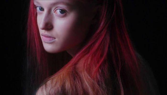Появилась краска для волос, меняющая цвет (3 гифки)