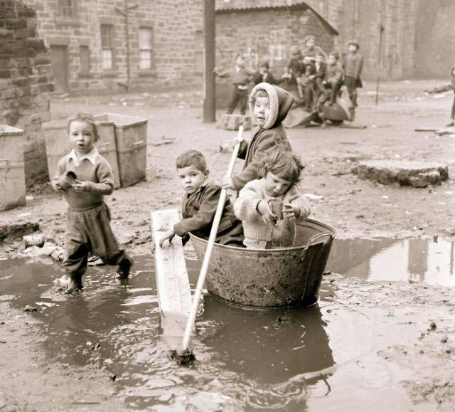 Развлечения детей прошлого (47 фото)