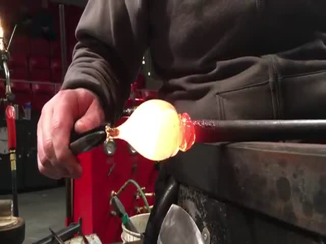 Процесс изготовления лошади из стекла