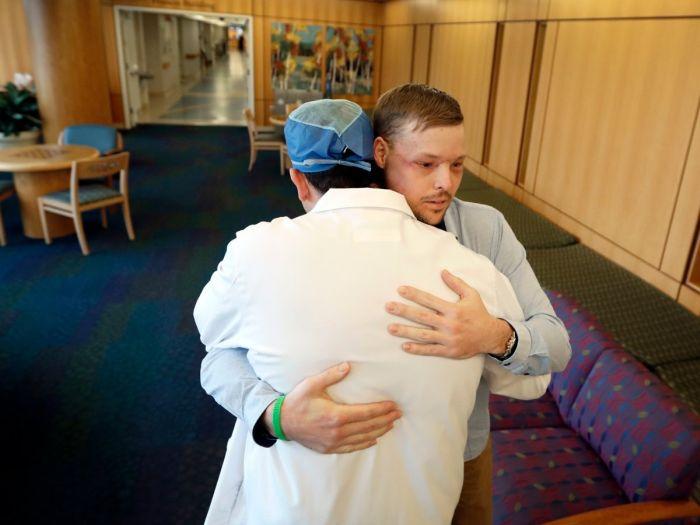В США провели успешную операцию по пересадке лица (8 фото)