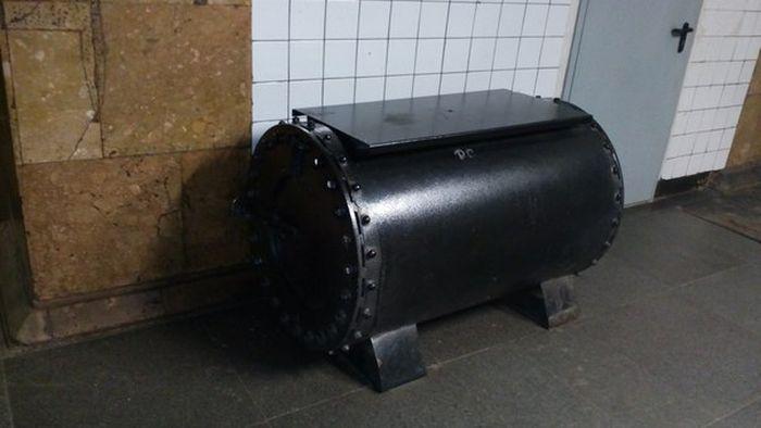 Необычная вещь из метро (2 фото)