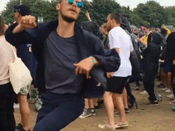 Забавные танцы (30 гифок)