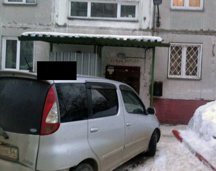 Месть за парковку у подъезда (3 фото)