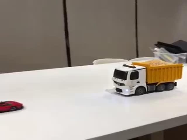 Съедобный грузовик с дистанционным управлением
