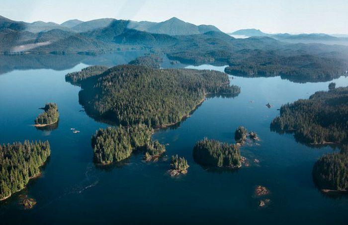 Жизнь вдали от цивилизации на отдаленном острове у берегов Аляски (15 фото)