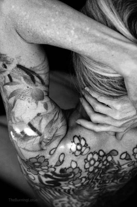 56-летняя любительница татуировок из Техаса (10 фото)