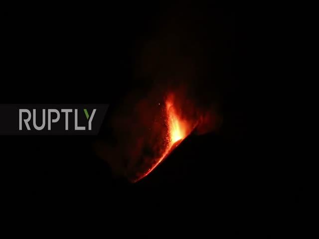 Извержение самого высокого вулкана Европы на Сицилии