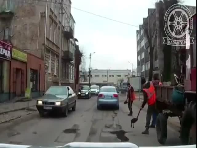 Дорожники привлекают к работе автомобилистов