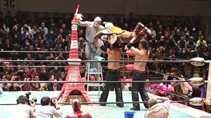 Суровый японский реслинг (26 фото)