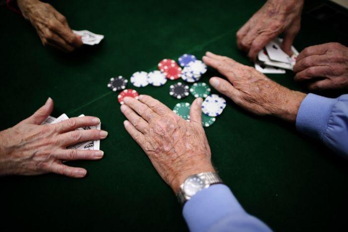 В Томской области чиновник проиграл похищенные бюджетные деньги в онлайн-покер (5 фото)