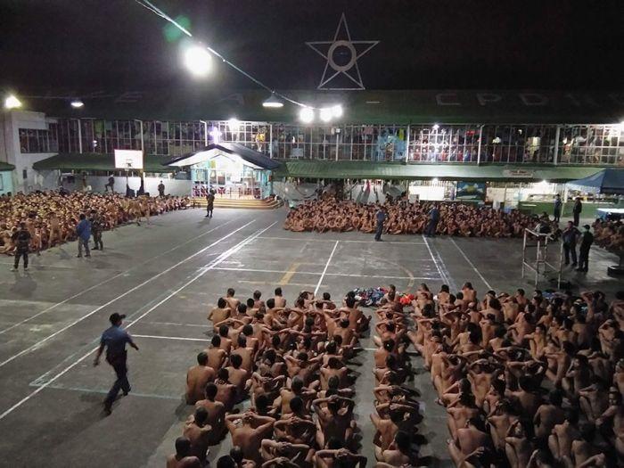Жесткий обыск в филиппинской тюрьме возмутил правозащитников (3 фото)