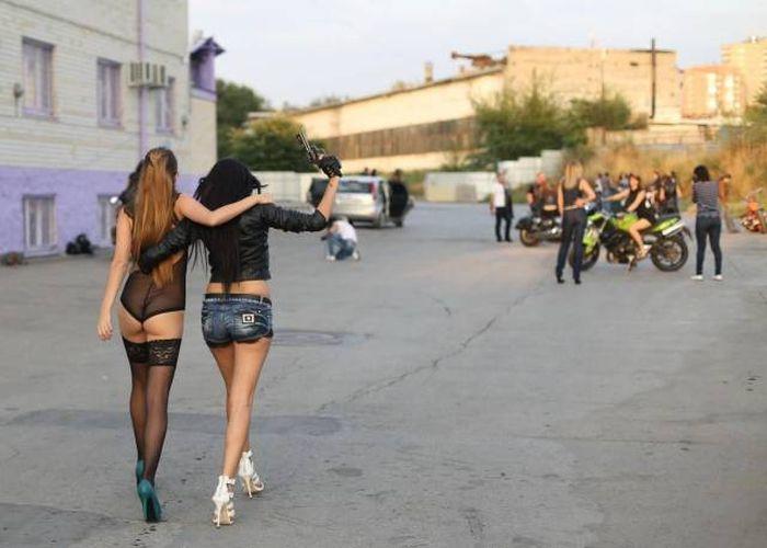 Забавные девушки. Часть 102 (67 фото)