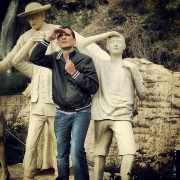 Прикольные фото со статуями (51 фото)