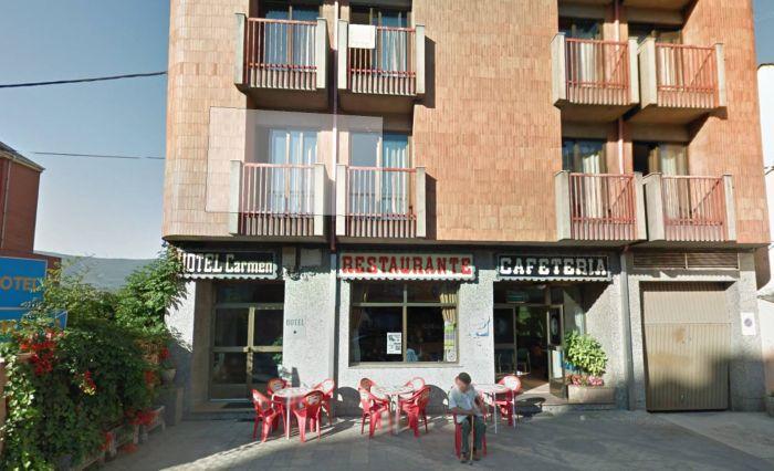 В Испании 120 румын сбежали из ресторана, не оплатив счет (2 фото)