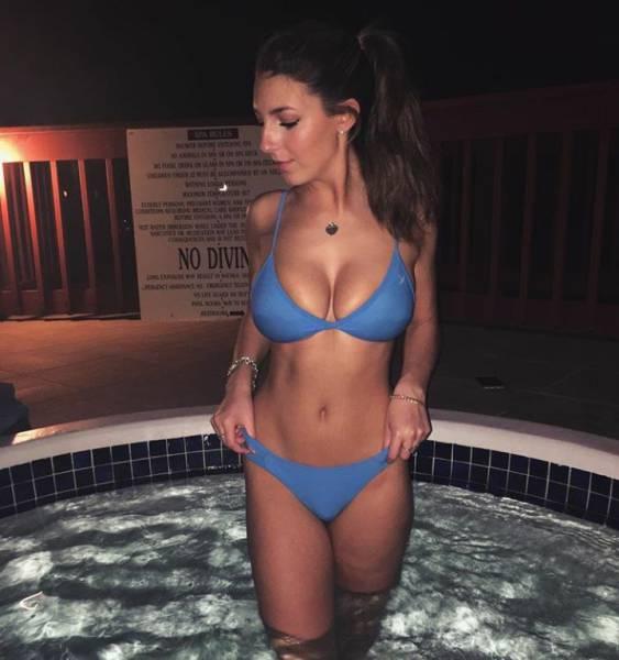 Прекрасные девушки в купальниках (57 фото)