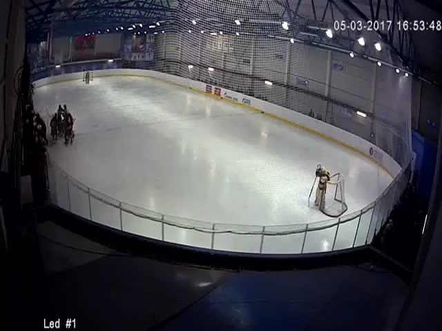 Массовая драка на Кубке Московской области по хоккею среди юниоров