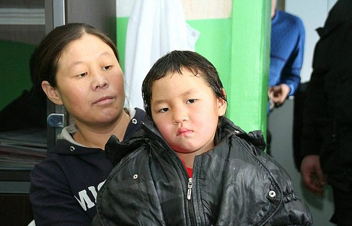 4-летняя девочка прошла 8 км по тайге за помощью родственникам (5 фото)