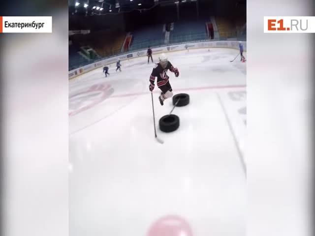 Зрелищная тренировка юных хоккеистов