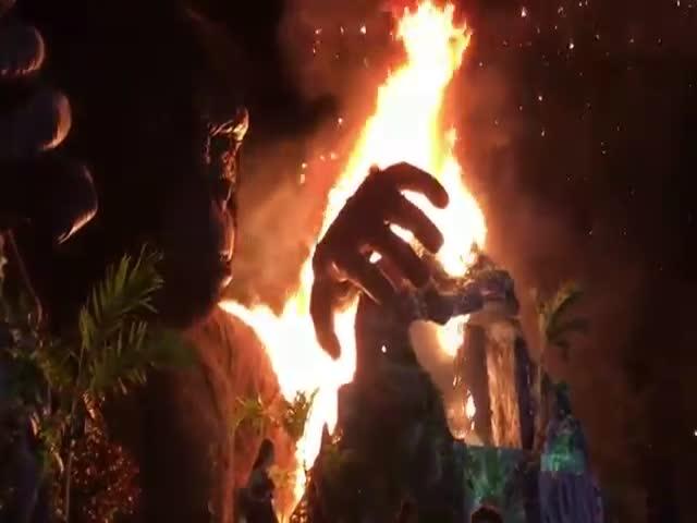 Во Вьетнаме на премьере фильма про Кинг-Конга сгорела его статуя