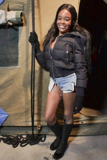 Певица Азилия Бэнкс надела слишком откровенные шорты для церкви (7 фото)