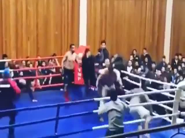 Массовая драка во время боя Владимира Минеева и Азиза Джуманиязова на чемпионате Дагестана по MMA
