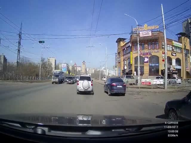 Женщина-пешеход спровоцировала аварию